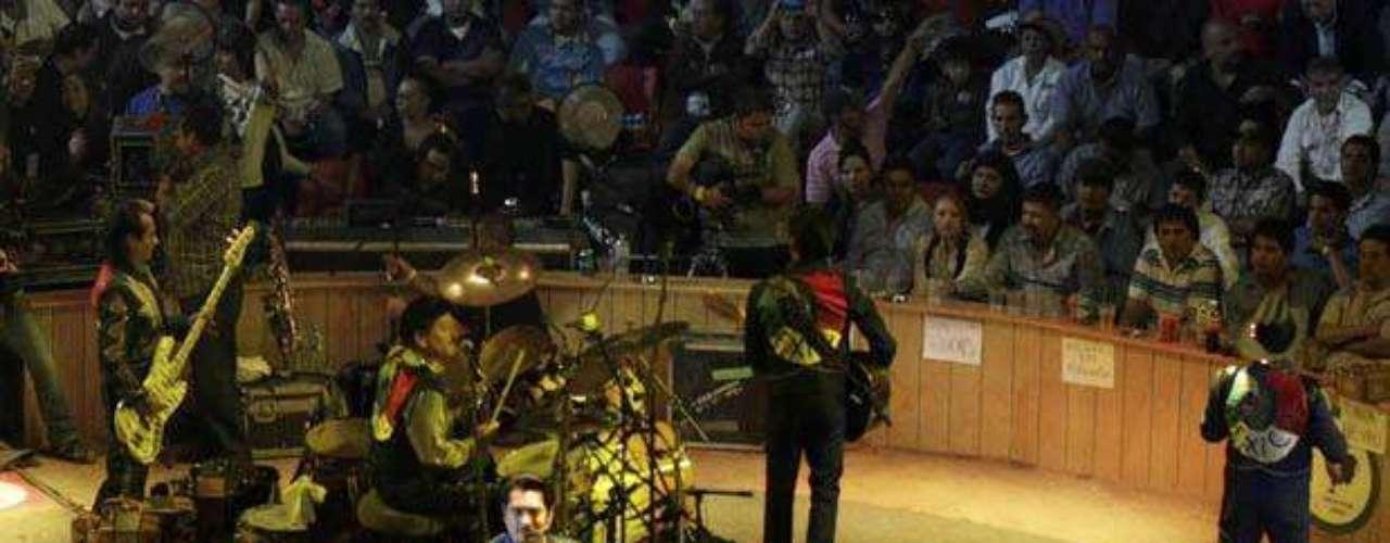 Los Tigres Del Norte dejaron la piel en la tarima durante su presentación en el Palenque de Puebla, donde cantaron lo mejor de sus éxitos.