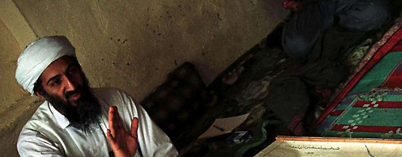 El disidente saudí Osama bin Laden durante su refugio en Afganistán en abril de 1998.