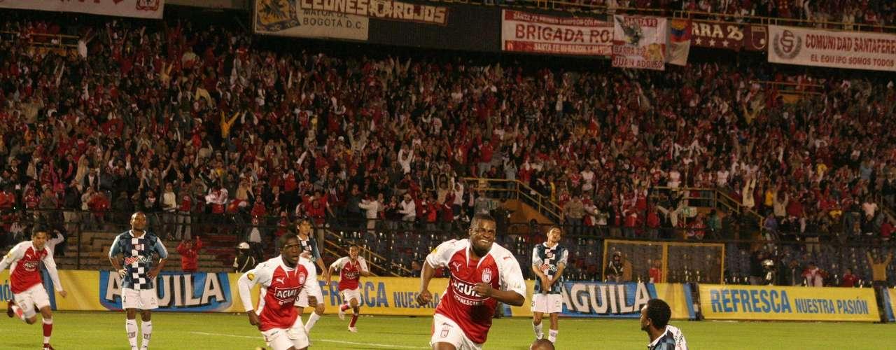 Léider Calimenio Preciado Guerrero, delantero goleador que nació en Tumaco, Nariño, y que jugó en Independiente Santa Fe 1995-1998, Racing de Santader (España) 1998-1999, CD Toledo (España) 1999-2000, Independiente Santa Fe 2000-2001, Once Caldas 2002, Deportivo Cali 2002-2003, Independiente Santa Fe 2004-2005, Al Shabbab (Arabia Saudi) 2005, Independiente Santa Fe 2006-2008, Deportivo Quito (Ecuador) 2008-2009, América de Cali 2009, Atlético Bucaramanga 2010 y Deportes Quindío. Fue campeón de la liga ecuatoriana con Deportivo Quito, y Botín de Oro con 17 goles con Deportivo Cali en 2003 y con Santa Fe con 15 tantos en 2004.