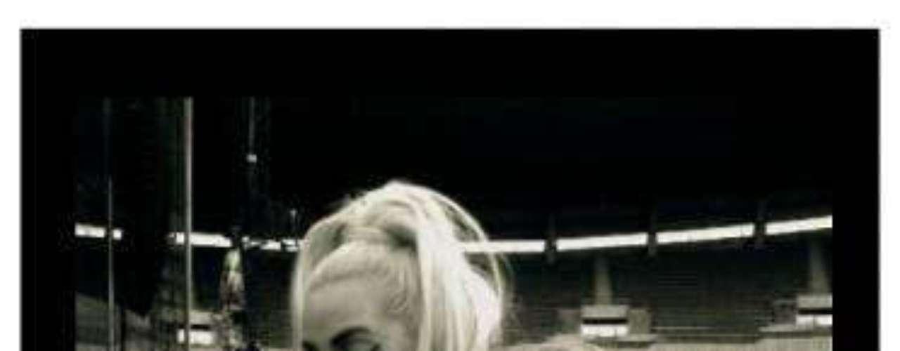 Mayo 1 de 2012. Comenzamos mayo con una de las mejores de abril. Lady Gaga asegura hacer de todo porque sus fanáticos se sientan a gusto en sus conciertos.
