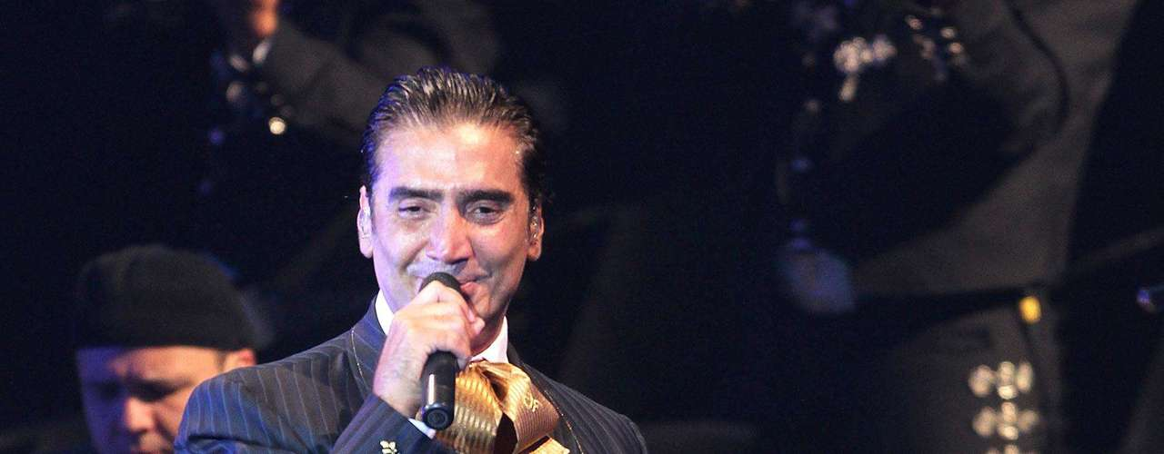 Así de bello lució Alejandro Fernández en la inauguración del nuevo centro de espectáculos, PepsiCenter, en la Ciudad de México.