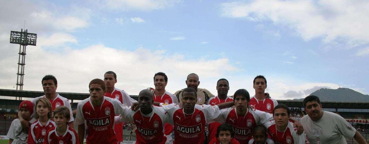 Agustín Julio Castro, arquero que nació el 25 de octubre de 1974 en Cartagena de Indias, Bolívar, y que jugó en Independiente Santa Fe, Junior de Barranquilla, Once Caldas, Independiente Medellín, Deportes Tolima y Selección Colombia de mayores. Ganó el título del finalización 2002 con el DIM y la Copa Postobón con los 'cardenales' en 2009.