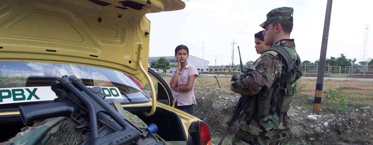 Un estudio en Colombia reveló que el conflicto armado y las agresiones de la fuerza pública y de los grupos armados ilegales, que implican una dificultad para movilizarse libremente, son algunas de las trabas al trabajo de los periodistas en ese país. Un 18 % de los periodistas entrevistados dijo sentir preocupación por las agresiones directas.