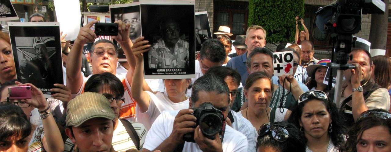De acuerdo a un informe de la entidad International Press Institute (IPI), América Latina fue en 2011 la región más peligrosa del mundo para la integridad de los periodistas, y en especial, México.
