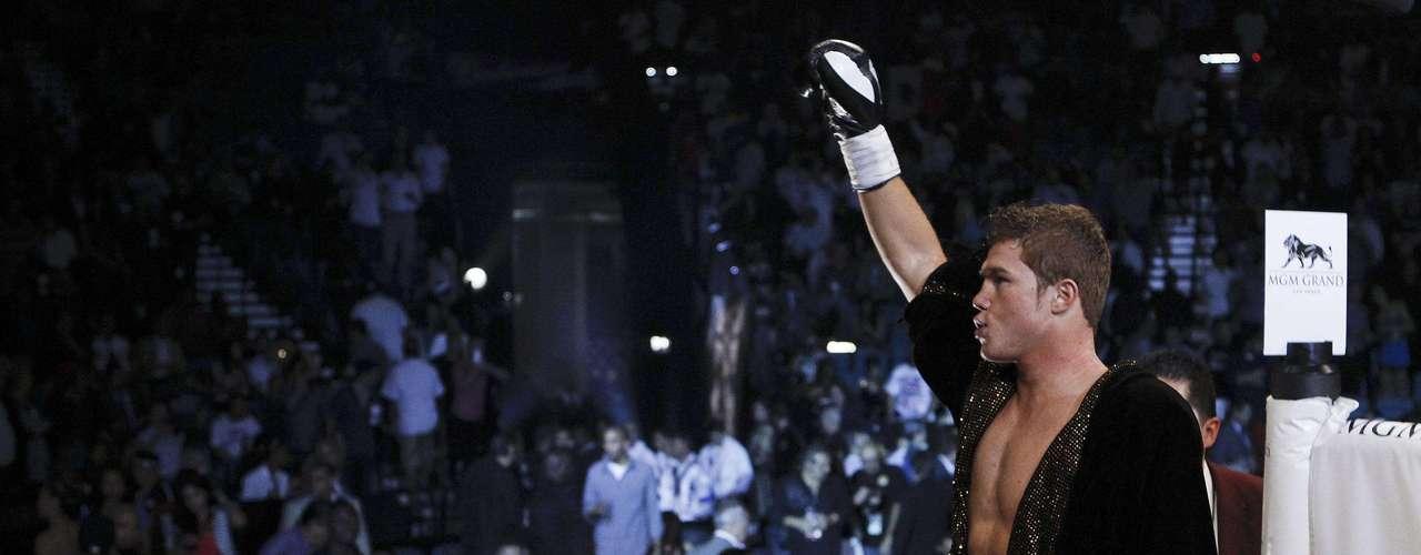 Saúl 'Canelo' Álvarez se impuso a Shane Mosley al derrotarlo por decisión unánime esta noche en Las Vegas, Nevada.