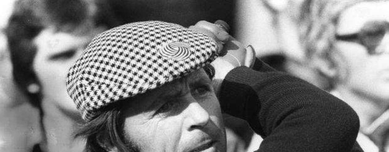 Gary Player es un jugador de golf considerado como uno de los mejores de la historia. Formó parte del trío de los tres grandes con Arnold Palmer y Jack Nicklaus. Ha registrado más de 15 millones de millas en viajes, probablemente más que cualquier otro atleta. Apodado el Caballero Negro. 153 millones de euros es lo que suma (US$ 198 millones).