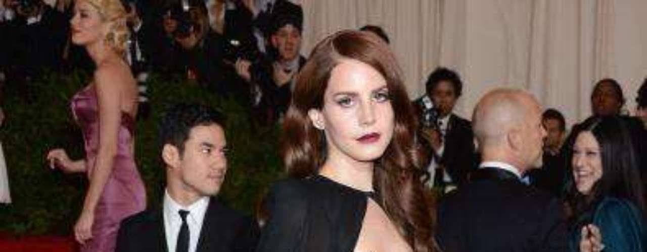 Lana Del Rey: Looking Bored At Met Gala