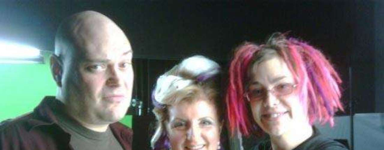 Ahora se hace llamar Lana Wachowski y luce así, de pelo rosa.