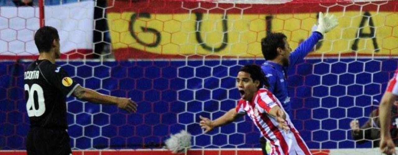 Falcao llegó a diez anotaciones en la Europa League 2012 tras marcarle dos veces en la semifinal al Valencia. Está a un gol de marcar la historia de la competencia siendo el primero en ser goleador dos temporadas consecutivas