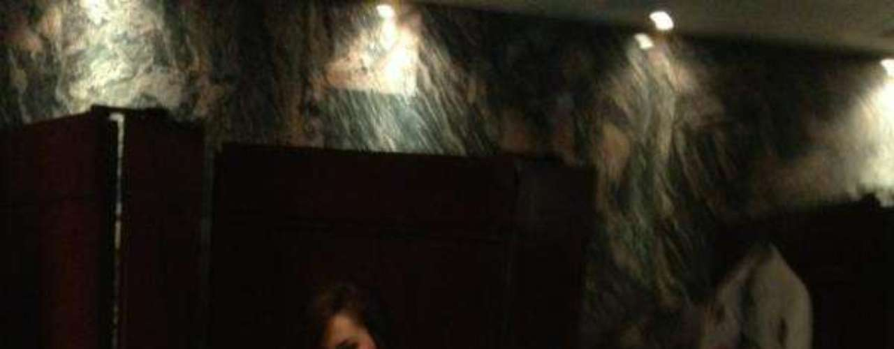 Mayo 9 de 2012 - Ninel Conde se prepara para una nueva sesión de fotos y muestra ¡cuerpazo!