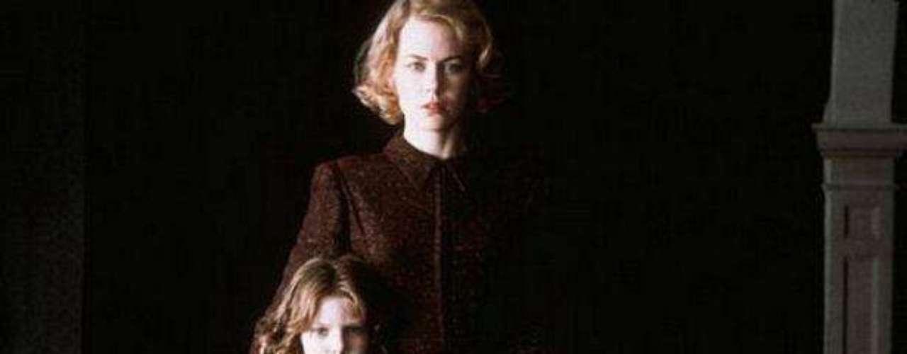 """""""Los Otros"""" (2001). Thriller de terror protagonizado por Nicole Kidman que cuenta la historia de una mujer que, luego de la 2da Guerra Mundial, queda sola con sus hijos en una mansión enorme y con terroríficos secretos."""