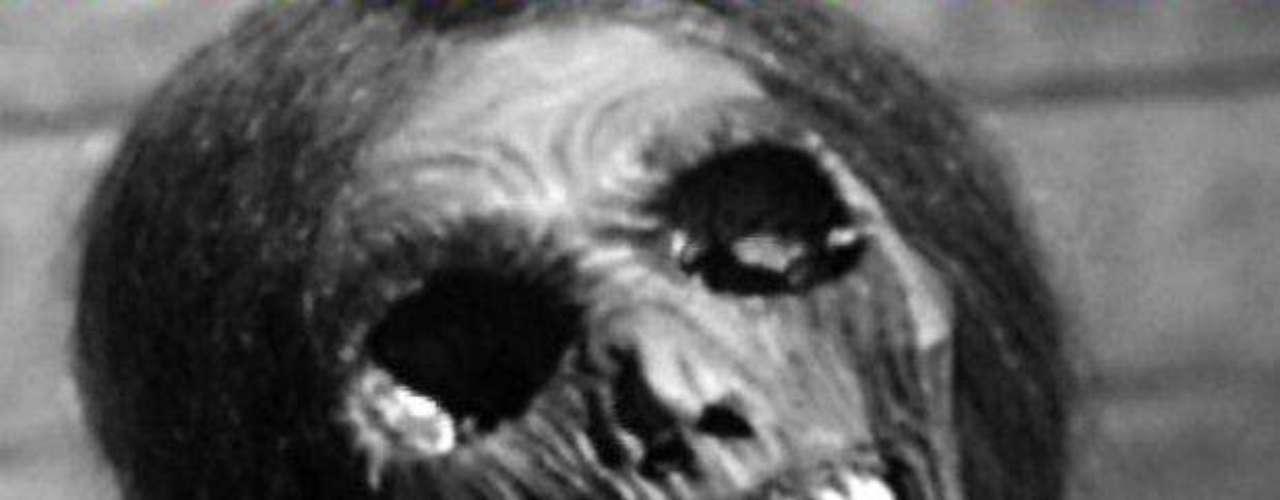 """""""Psicosis"""" (1960). Clásico dirigido por Alfred Hitchcock, que cuenta la historia de una desequilibrado asesino que, más allá de sus innombrables actos, quiere a su madre."""