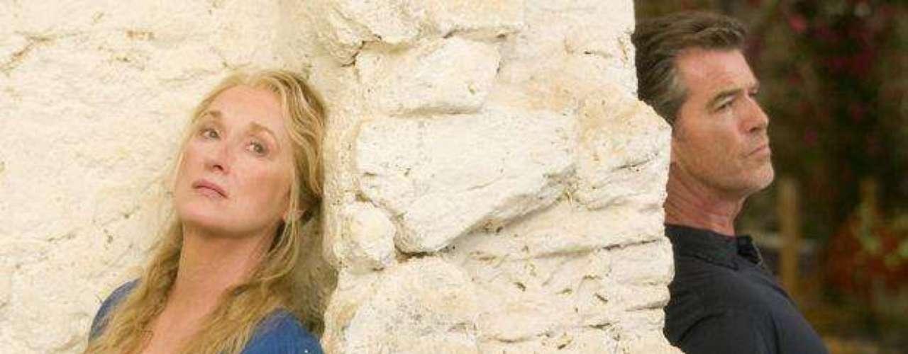"""""""Mamma Mia"""" (2008). Cinta musical que cuenta la historia de una joven que busca a su padre. Cuenta con las actuaciones de Meryl Streep y Pierce Brosnan y los temas más representativos del setentero grupo ABBA."""