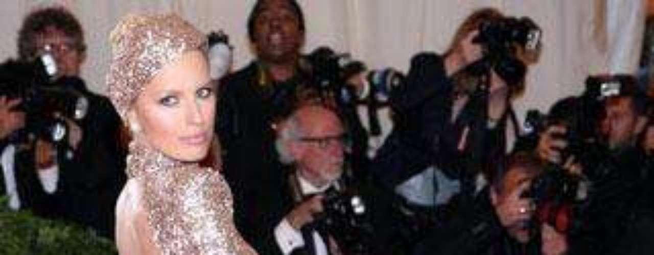 Karolina Kourkova con este espectacular vestido en la gala del MET marcó glúteos