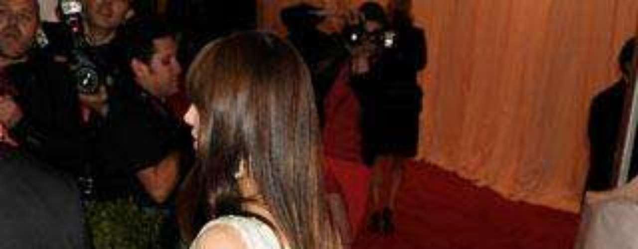 Jessica Biel marcando culete en la gala del Instituto de la Moda en Nueva York