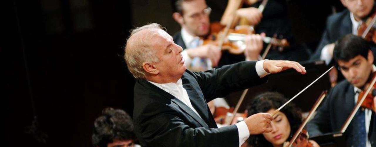 Inclusive la música clásica ha sido vedada algunos países islámicos. La Orquesta West-Eastern, dirigida por el israelí Daniel Barenoim sufrió una cancelación cuando las autoridades qataríes desestimaron su participación en el festival Aang de Qatar.