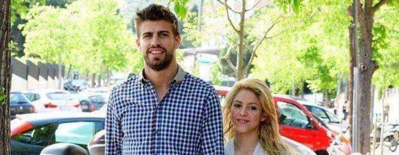 Desde ese momento dieron rienda suelta a su amor. Paseándose por Barcelona. Todas las revistas del corazón hablaron de la feliz pareja.