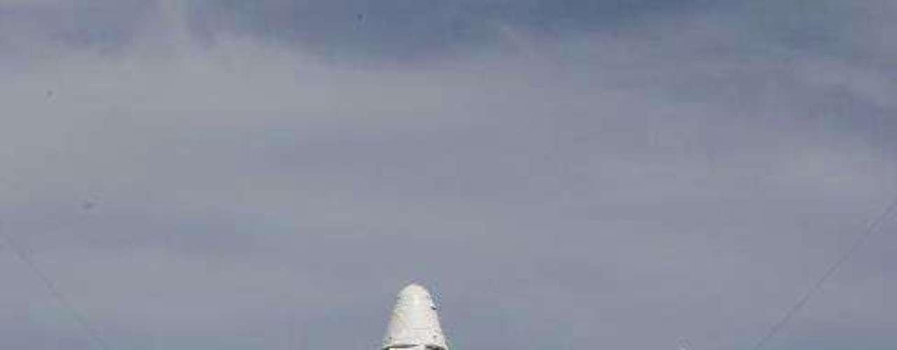 Estados Unidos depende por el momento exclusivamente de los Soyouz rusos para trasladar a sus astronautas al laboratorio orbital, al precio de 50 millones de dólares por plaza. Para la carga, la ISS depende de la nave espacial rusa Progress, la europea ATV y japonesa HTV, que no pueden volver de la atmósfera.