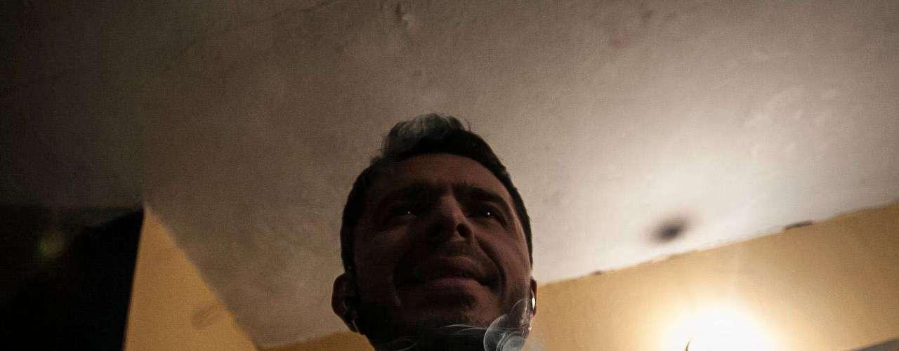Diego Camargo calienta su voz todas las noches así no tenga que enfrentarse al público, lo hace simplemente por disciplina. Antes de salir al escenario hace algunos ejercicios de estiramiento y si algún otro comediante le está abriendo el show se toma un tiempo para analizar el público desde el camerino. Con sus risas analiza las edades, sexos y el ánimo de la personas que están a punto de ver su show, el cual por lo general ha tenido cinco años de preparación.