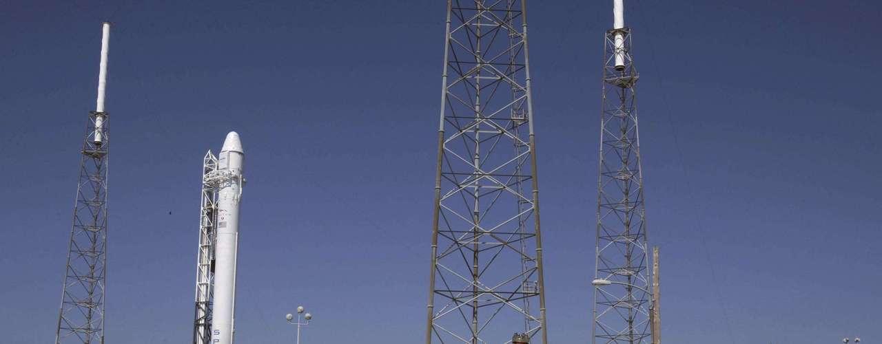 El lanzamiento de la cápsula Dragon, propulsada por el cohete Falcon 9 de SpaceX y no tripulada, estaba previsto para el sábado 19 a las 04H55 locales (08H55 GMT) desde la base de la Fuerza Aérea en Cabo Cañaveral, Florida (sureste), cerca del Centro Espacial Kennedy de la NASA. A un segundo del final de la cuenta regresiva, la misión se abortó.