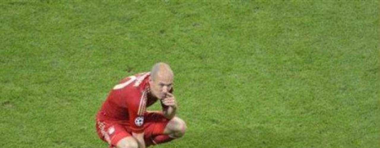 En el tiempo regular, Bayern y Chelsea se fueron empatados, pero apenas en los minutos del primer tiempo extra, a los alemanes se les presentó una oportunidad a través de un penal, pero Arjen Robben lo falló gracias a una buena atajada de Petr Cech