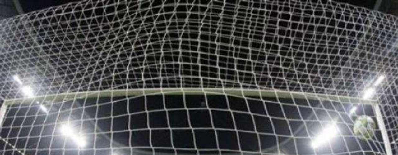 Este fue el penal decisivo de Didier Drogba, luego de que el jugador del Bayern, Bastian Schweinsteiger fallara antes su disparo. Así le dio al Chelsea la oportunidad de ganar, situación que no desaprovechó.