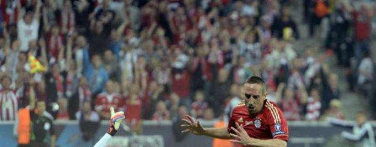 En el segundo tiempo, a Franck Ribéry le anularon un gol por fuera de lugar.