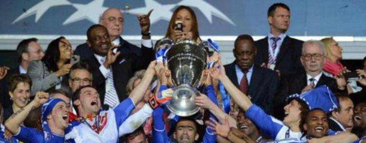 El Chelsea obtuvo su primera copa de la liga de campeones de Europa.