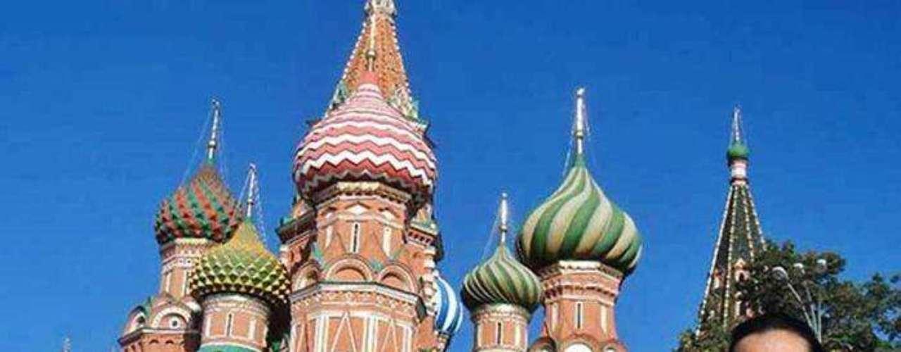 Oficialmente, Paulina gana como obrero 24 mil 633 pesos mensuales, incluyendo prestaciones. Moscú es uno de sus destinos favoritos y describe la arquitectura de la Plaza Roja \