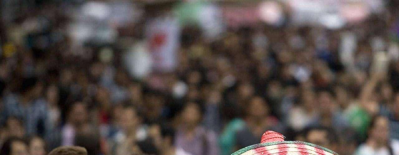 Todo empezó en una universidad privada. El candidato presidencial del Partido Revolucionario Institucional (PRI), Enrique Peña Nieto, fue abucheado por cientos de estudiantes desde el auditorio donde dio un discurso hasta la puerta de salida de la Universidad Iberoamericana. (Textos de BBC Mundo)