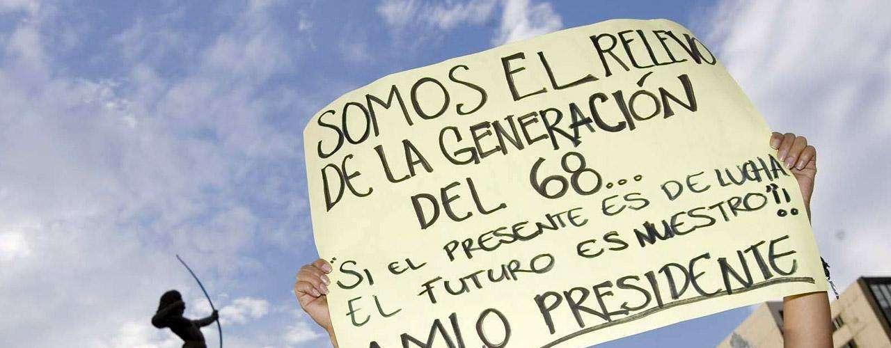 Estudiantes de la Iberoamericana (UIA) difundieron un video en la página de Youtube donde, con credencial en mano, afirmaron que no eran infiltrados sino miembros de la comunidad universitaria.