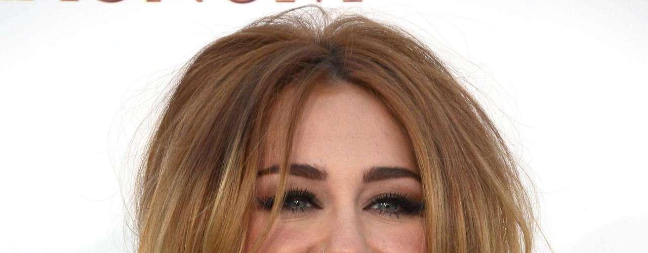Miley Cyrus tiene un total 14 tatuajes permanentes, todos con un significado, así lo ha afirmado la cantante: \