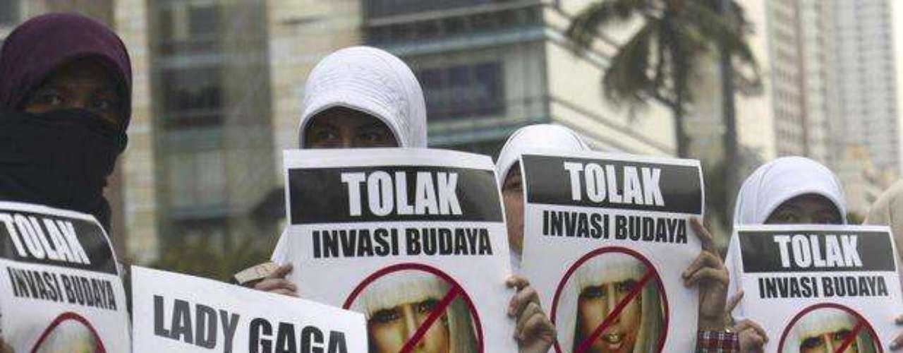 La cantante no cambia show pese a protestas en Asia. Mujeres musulmanas protestaron en contra del concierto de la estadounidense que está programado para el 3 de junio, en Yakarta, Indonesia. El agente de la artista dijo que la diva del pop no tiene intención de moderar su espectáculo, incluso si eso impide que se presente en algunos países durante su gira en Asia.