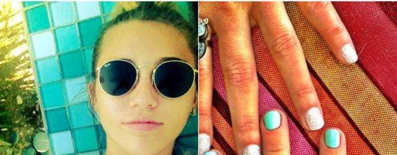 Miley se dibuja un punto negro rodeado por un círculo en el dedo índice en marzo de 2012.  El tatuaje es de un amuleto turco de nombre Nazar, para la protección  del mal de ojo y las malas miradas.