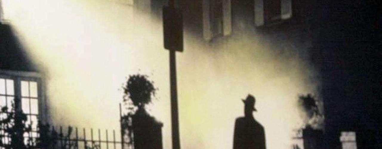 Millones han visto la película 'El exorcista' y salieron aterrorizados de los cines. El film relataba con lujos de detalle el exorcismo de una niña poseída por un demonio y la intensa labor de dos sacerdotes mientras luchaban contra Satanás. Lo cierto es que más allá de Hollywood, el exorcismo es real y su práctica ha aumentado en los últimos años en varios países del mundo. Te invitamos a continuación a una recorrida por esta oscura práctica, no solo en la iglesia Católica.