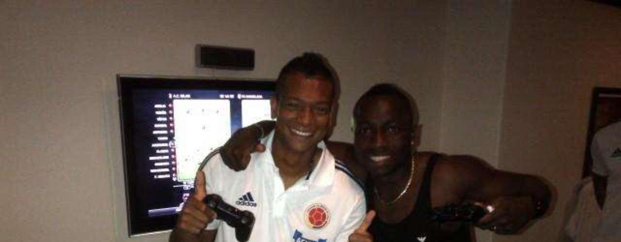 Fredy Guarín se divierte con sus colegas y compatriotas en concentración de la selección Colombia: Una mas con #armero el loco de la alegría. Muchas bendiciones gracias por todos sus mensajes. Los seguimos leyendo..