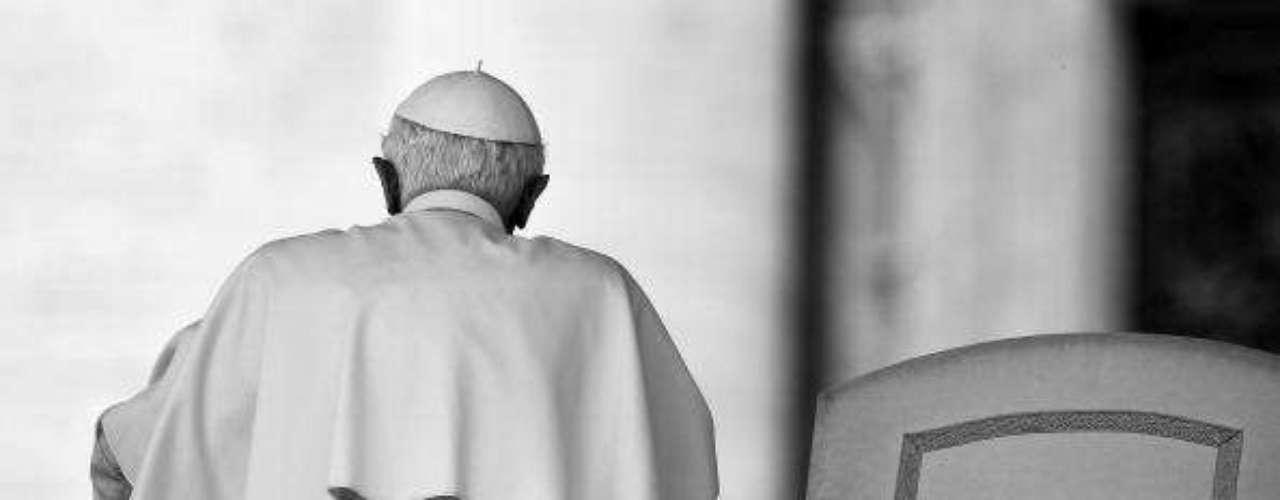 El 16 de marzo, Benedicto XVI había nombrado una comisión para esclarecer esas filtraciones y nombró presidente de la misma al cardenal español Julián Herranz, expresidente del Consejo Pontificio para los Textos Legislativos. Este escándalo aún no llega a su fin, por lo que no se descartan más averiguaciones por parte de esta comisión.