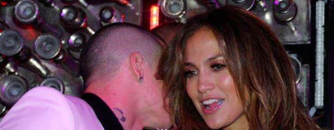 Muy acaramelada estuvo la pareja durante el estreno del single.