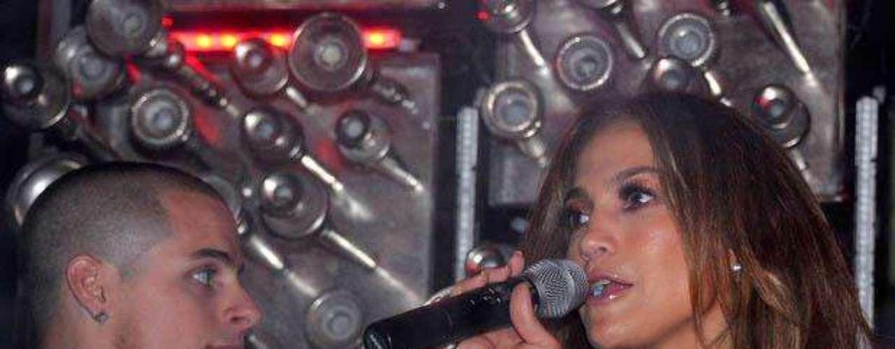 La ex esposa de Marc Anthony se lanzó algunos temas.