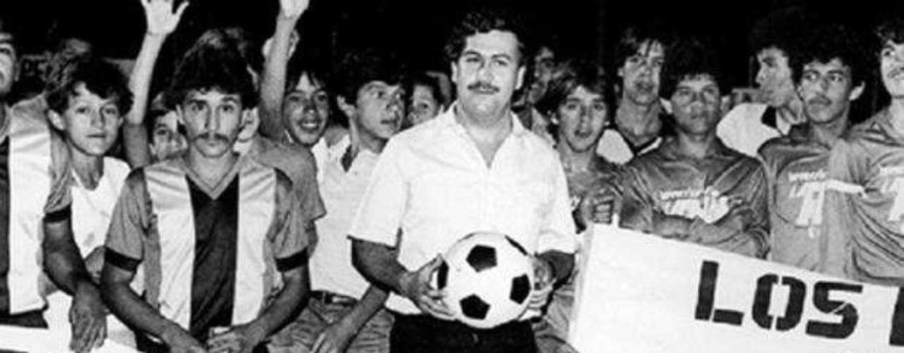 Llegó como una bendición para los niños que luego se convertirían en grandes jugadores, gracias a los espacios creados por Escobar. Alexis García, Leonel Álvarez y René Higuita entre otros fueron parte de ese proceso