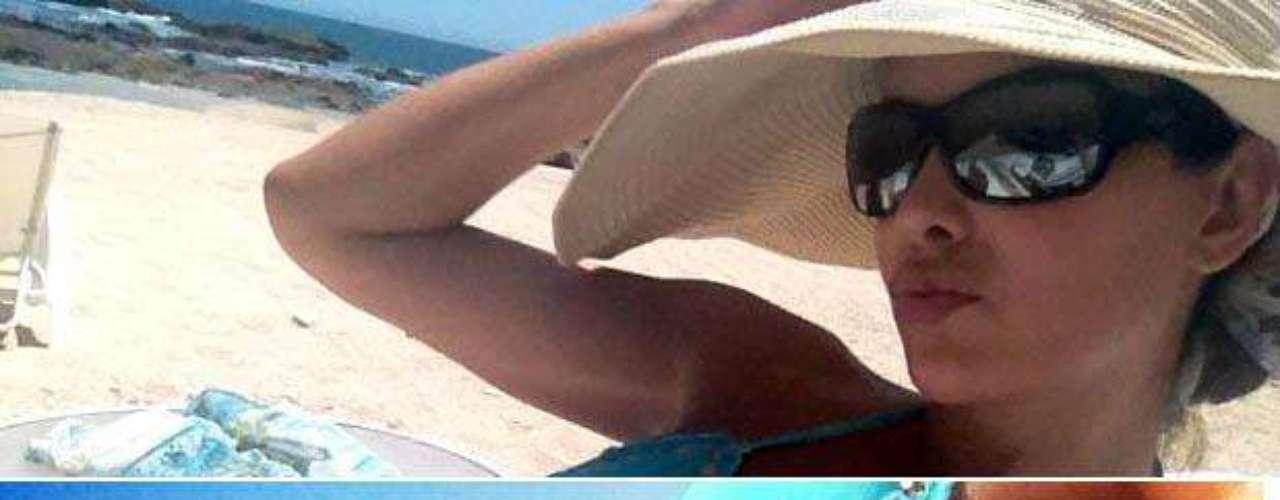 Ninel Conde volvió a deleitar y a calentar a todos sus seguidores en Twitter con el poder de sus curvas. La artista compartió sin complicaciones imágenes de su bien formada anatomía, al tiempo que tomaba un descanso dominguero con el mar y la arena de fondo.