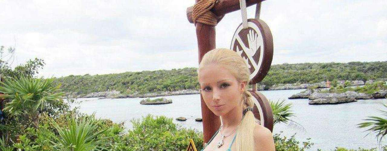 Valeria Lukyanova llama la atención por su parecido con la Barbie.