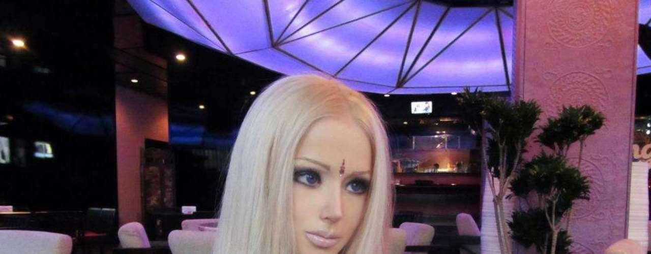 En una red social rusa/ucraniana Valeria tiene mas de 10mil fotos de ella en diferentes partes del mundo