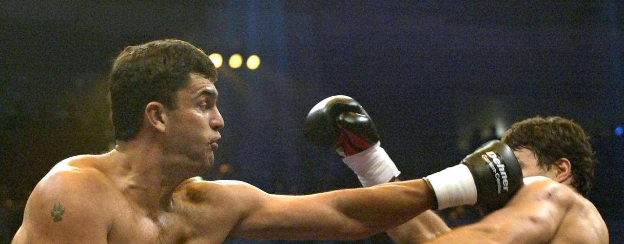 Corrie Sanders vs Wladimir Klitschko (2003): Corrie Sanders had come out of retirement to fight Klitschko, a fight to pass the time as the Ukrainian tried to find a tougher opponent. Instead, Sanders gave the boxing worlds one of its biggest upsets when it not only defeated Klitschko but in ruthless fashion with a round 2 KO.