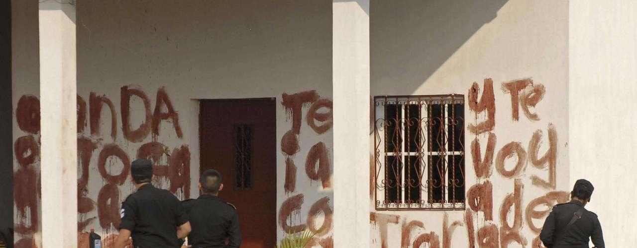 Los Zetas representan un desafío mayor para el Gobierno que otra bandas del narcotráfico, debido a la intensidad de sus ataques contra las fuerzas de seguridad, su desprecio por la vida civil y la ferocidad de sus actos criminales que rompen los códigos tácitos de los narcotraficantes comunes.