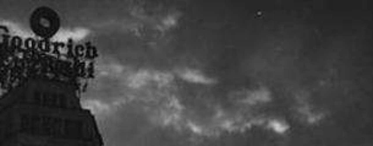La compilación de la columna Chiles verdes reúne alrededor de 127 textos realizados por Héctor García, oriundo del extinto y populoso barrio de La Candelaria de los Patos, durante más de 13 años en la revista Gente Sur que dirige Alberto Carbot.
