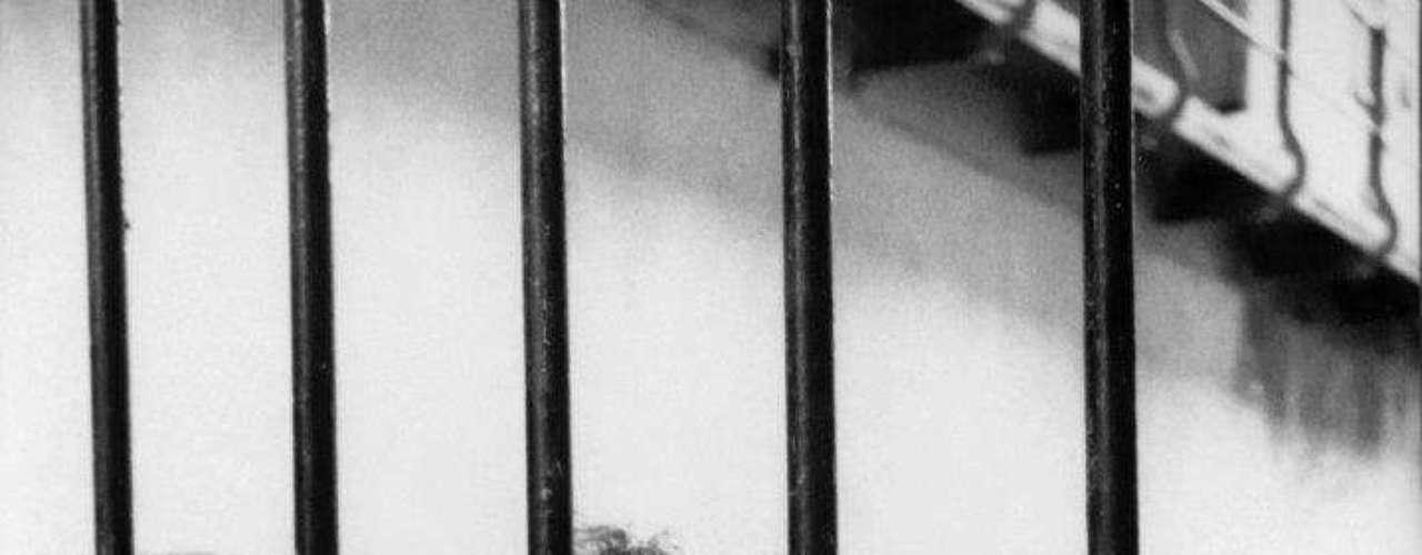 'David Alfaro Siqueiros en la prisión de Lecumberri'. Ciudad de México 1960.-El iconógrafo de un reiterado conjunto de imágenes.  Autor de fotografías como \
