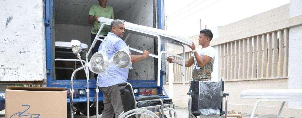 Varios niños e hinchas aplaudieron a Teófilo Gutiérrez en Barranquilla, cuando el jugador donó varios implementos a un Hospital.
