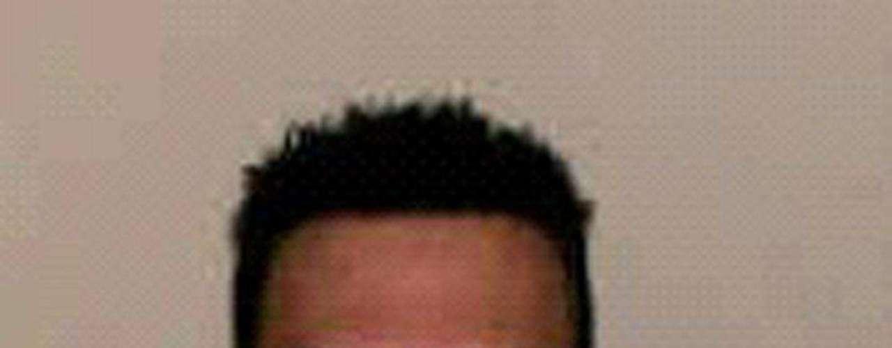 Magnotta, un ex actor del cine porno, mató a su pareja, Jun Lin, un estudiante chino de 23 años con quien estaba saliendo, en la noche del 24 al 25 de mayo pasado en un departamento en Montreal. Magnotta descuartizó a Lin, puso partes de su cuerpo en bolsas y las envió por correo a algunos partidos políticos y la policía. Luego, subiò a internet un video donde se ve cómo mató a su pareja.