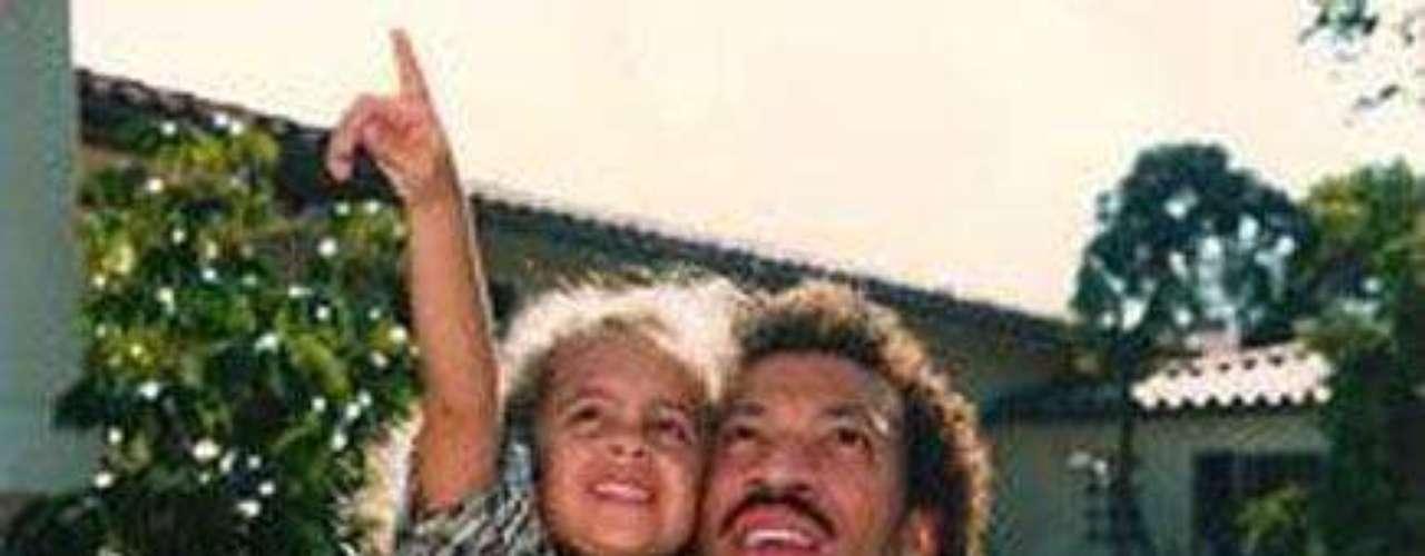 Yeyey! Nicole Richie   junto a su papá Leonel Richie.